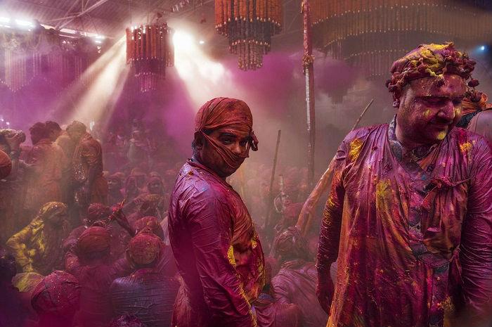 Автор снимка «Красочные люди» – индийский фотограф Сампа Гуха Маджумдар (Sampa Guha Majumdar).