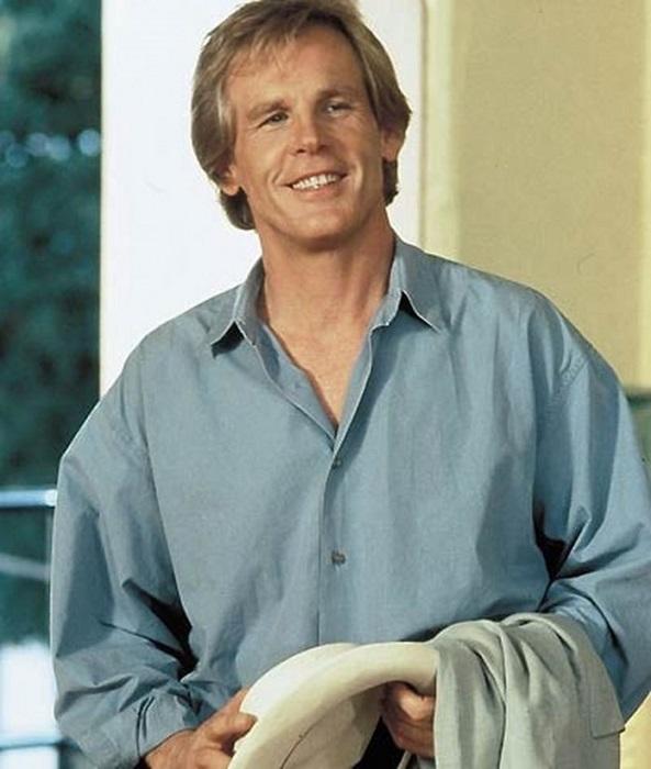 Американский актёр, трёхкратный номинант на премию «Оскар», номинант на премию «Эмми», лауреат премии «Золотой глобус».