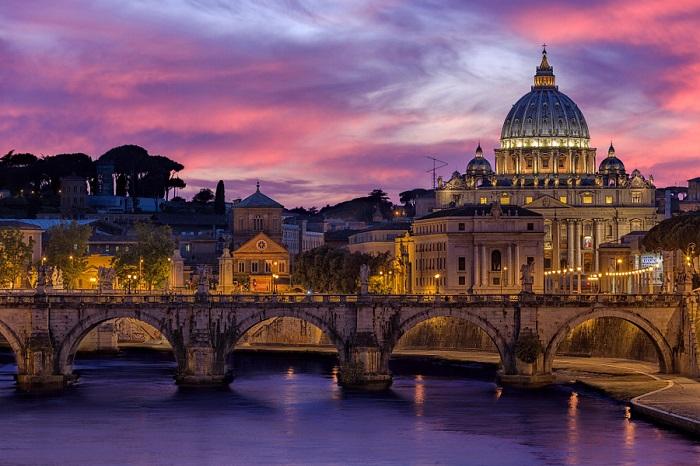 Самый большой собор в истории христианства, а его купол — самый крупный в Европе.