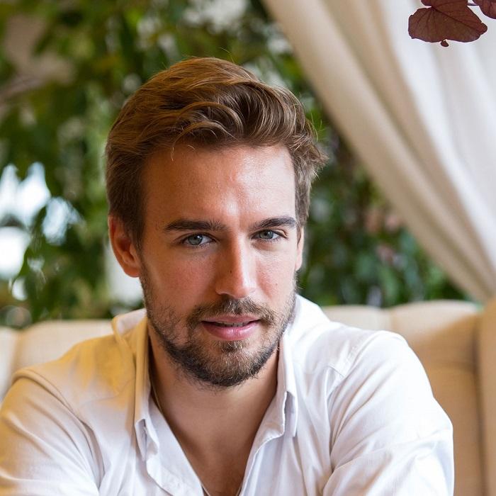 Российский актер, модель и телеведущий популярной передачи «Орел и решка».