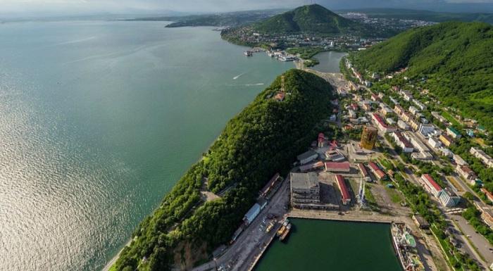 Морской торговый порт.
