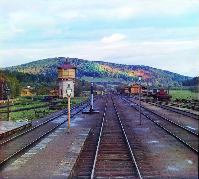 Вид с задней площадки у ст. Симская Самарско-Златоустовской железной дороги. 1909 год.