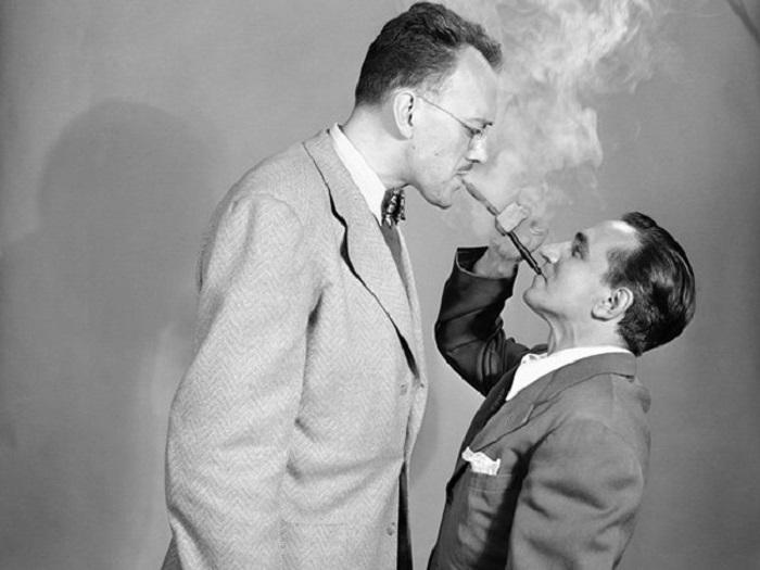 Трубка 1949 года выпуска, для экономии табачного дыма, позволяющая курить сразу двоим.