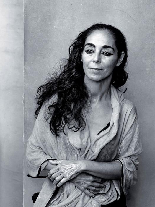 Иранская фотохудожница и кинорежиссёр, живущая и работающая в США.