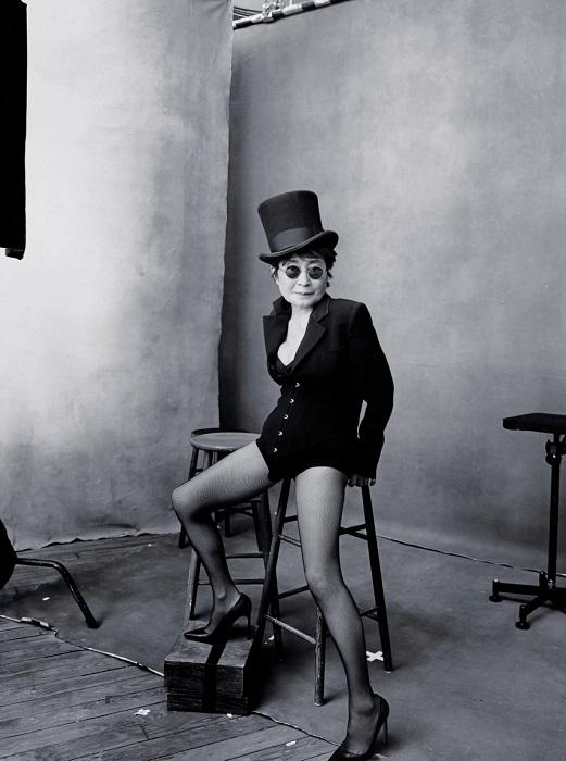 Японская авангардная художница, певица и деятель искусства.