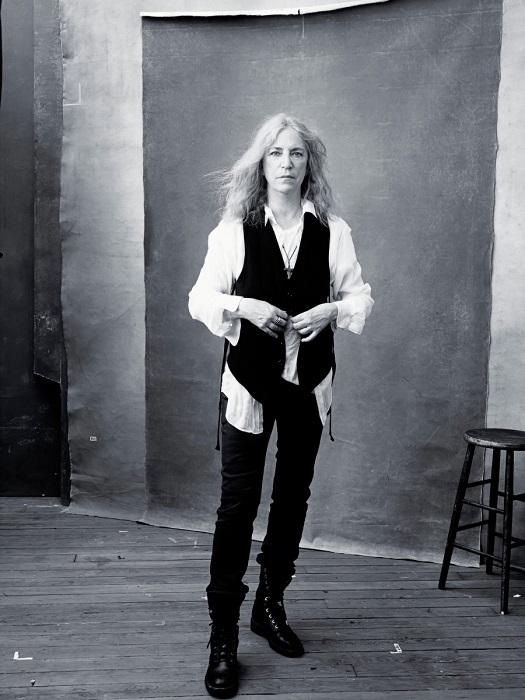 Американская певица и поэтесса.