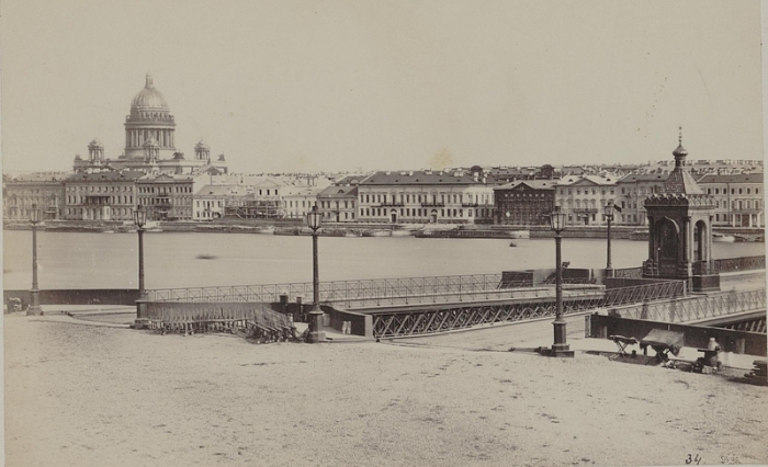 С середины XIX века - фешенебельный район Петербурга.