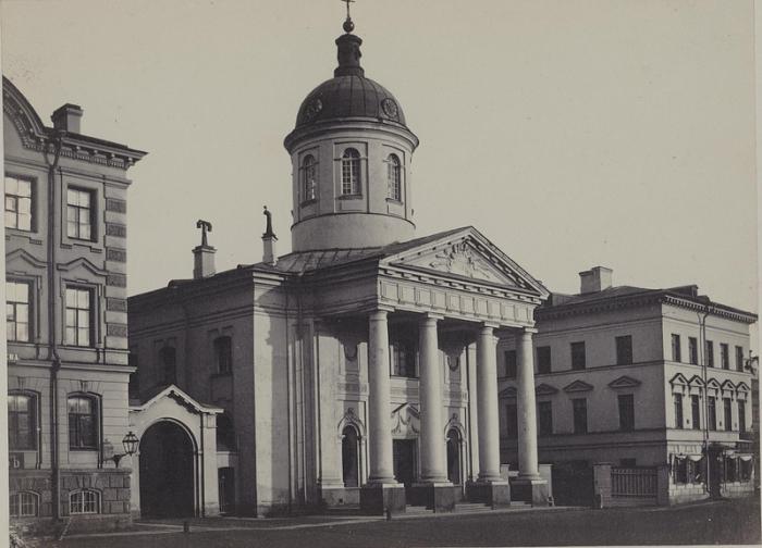 Православный храм в Петербурга на Васильевском острове.