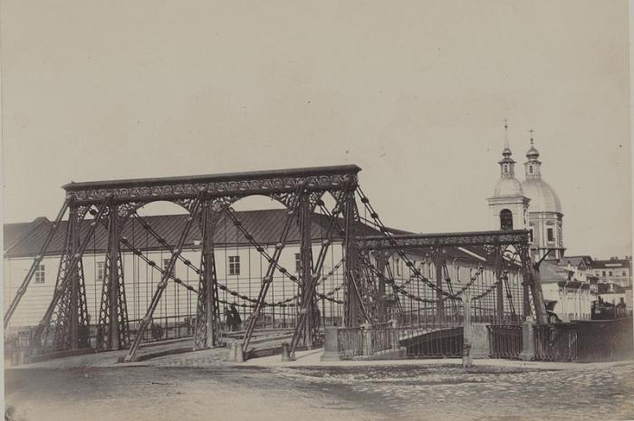 Первый цепной мост через Фонтанку.