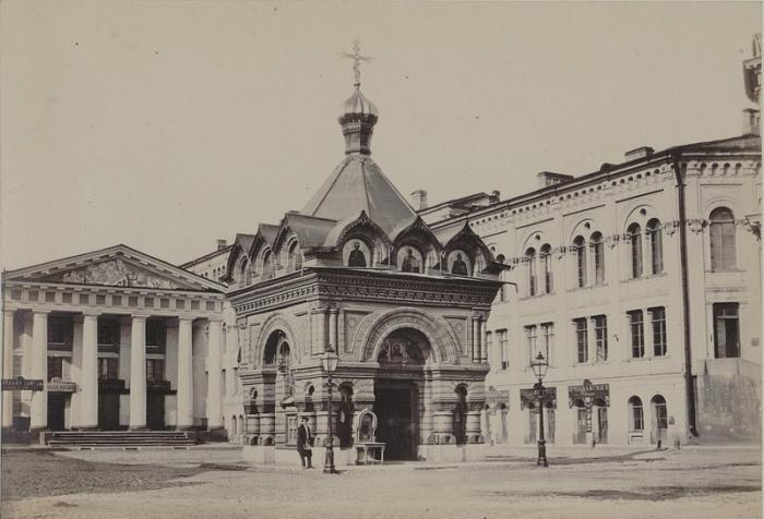 Монастырская часовня на Невском проспекте между Гостиным двором и Городской думой.