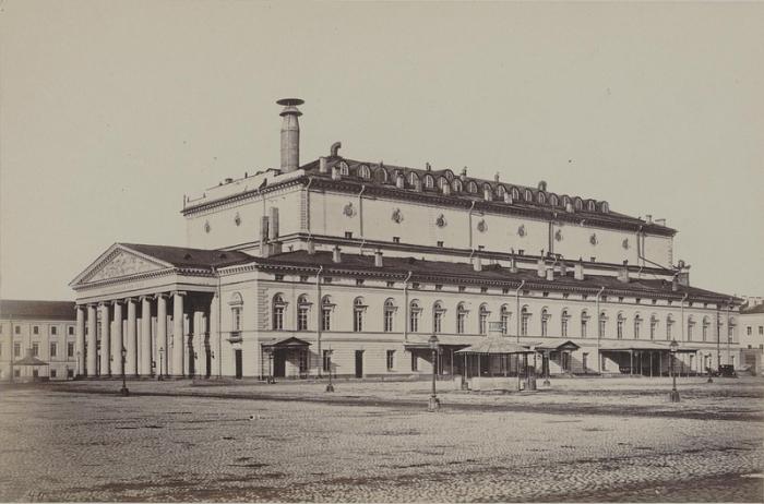 Каменный театр - петербургский театр, существовавший в 1784—1886 годах.