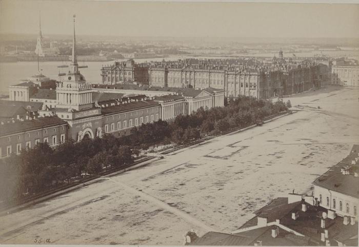 Одно из первых зданий Петербурга.