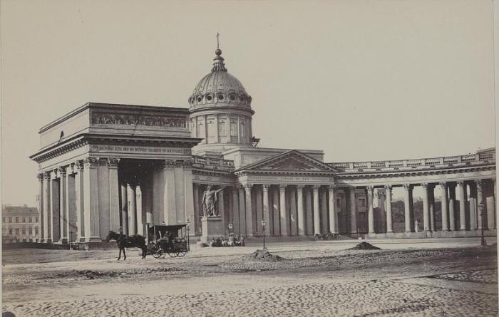 Собор предназначался для перенесения в него древней иконы Казанской Богоматери.