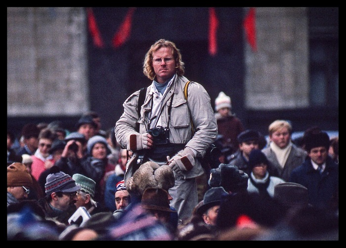 Американский фотожурналист Питер Тернли (Peter Turnley) на Манежной площади в Москве.
