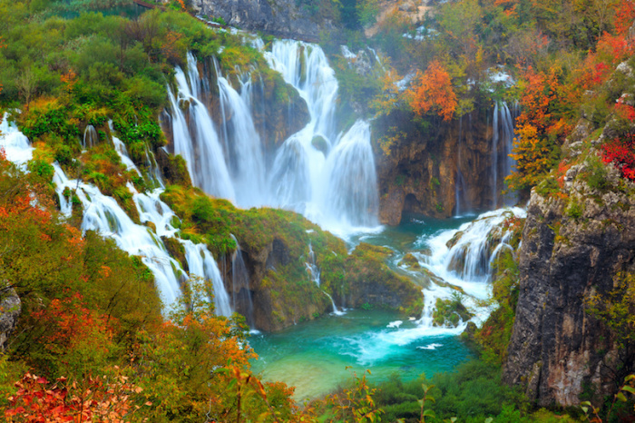 Пенистые водопады, создают уникальные ландшафты природного парка.