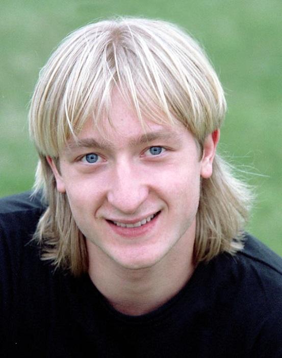 Фигурист, выступающий в мужском одиночном катании. Заслуженный мастер спорта России.