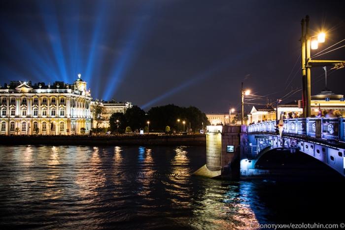 Самый известный мост Санкт-Петербурга, который находится на оси Дворцового проезда и Биржевой площади.