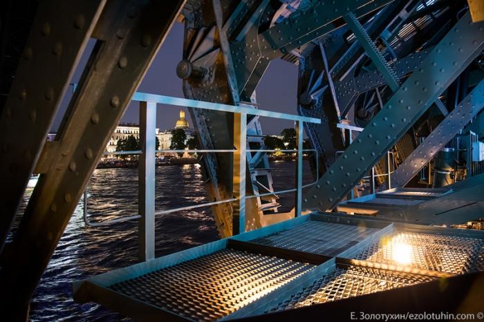 Фото с площадки под мостом.