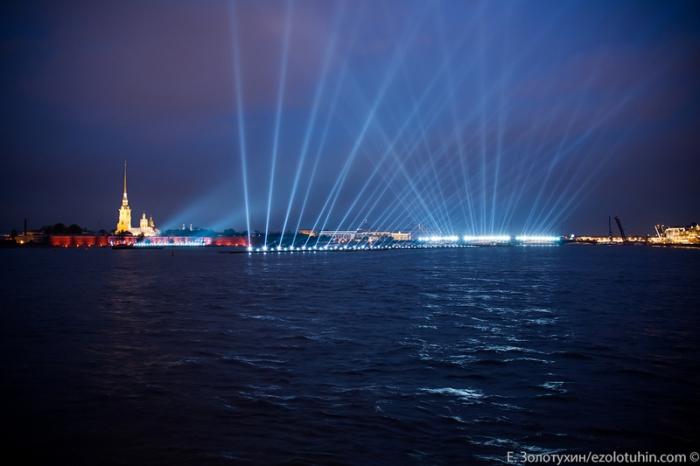Прекрасный вид на Петропавловскую крепость с Дворцового моста.