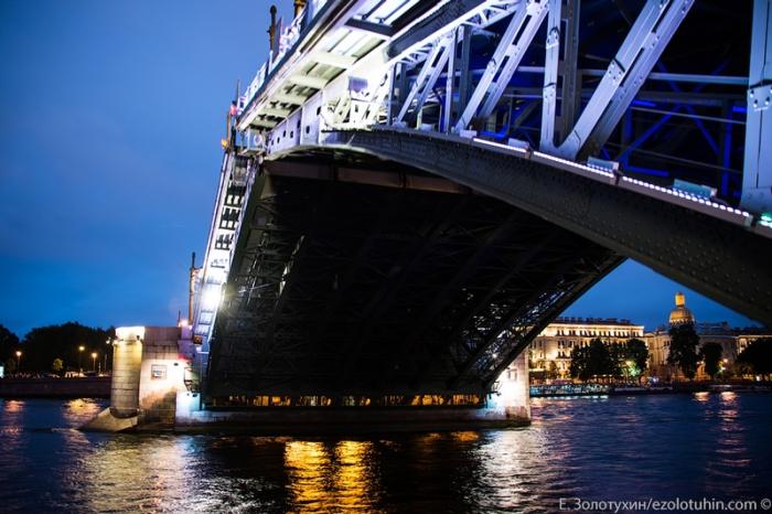 Мост будет сведен и город будет жить обычной жизнью.