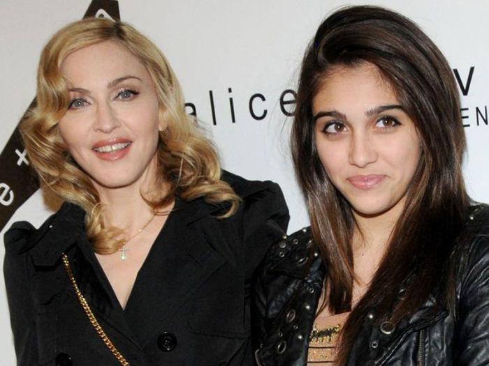 Дочь звездной певицы Мадонны Лурдес Мария Чикконе выбрала для себя модельный бизнес. Ее фото было размещено на обложке популярного немецкого журнала «Quality».