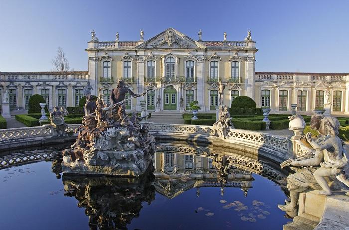 Это изящное архитектурное строение часто называют Португальским Версалем. Фотограф - Владимир Кезлинг.