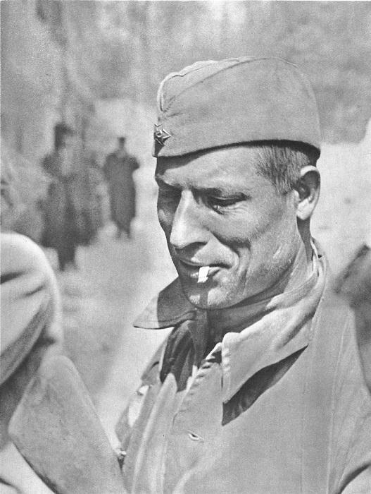 Советский солдат в Праге.