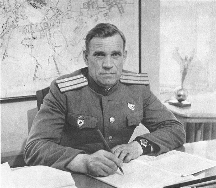 Командир советского гарнизона в чешском городе Оломоуц подполковник Латышев.