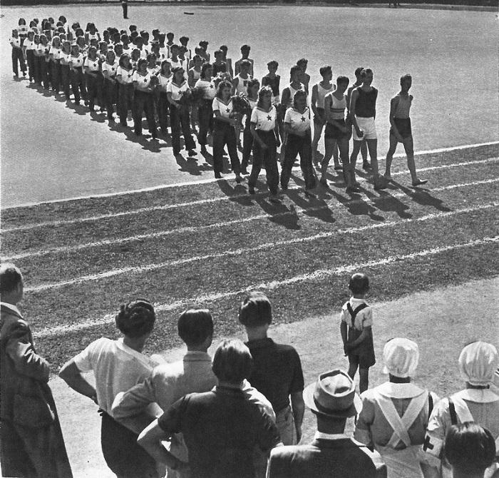 Парад физкультурников в освобожденной Чехословакии.