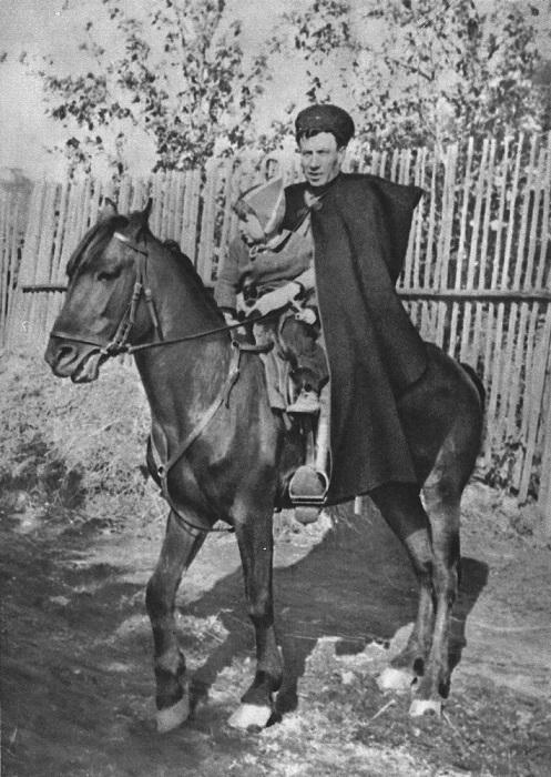 Казак с чешским ребенком на коне.