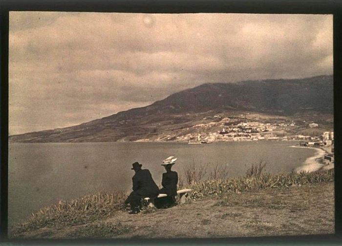 Веденисова и Козаков любуются Чёрный морем.
