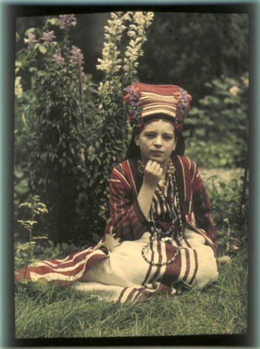 Вера в народном костюме, 1914 год.