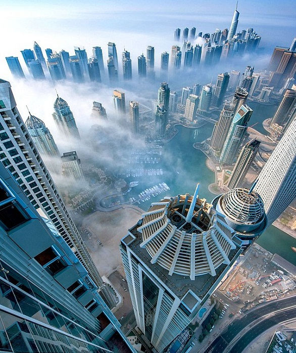 Одна из самых высоких жилых башен в мире, взмывает вверх на 414 метров и 100 этажей над землей.