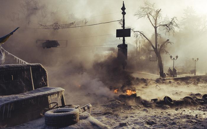 Утро на улице Грушевского в Киеве, 25 января 2014 года. Из серии «Культура конфронтации». Фотограф Maxim Dondyuk.