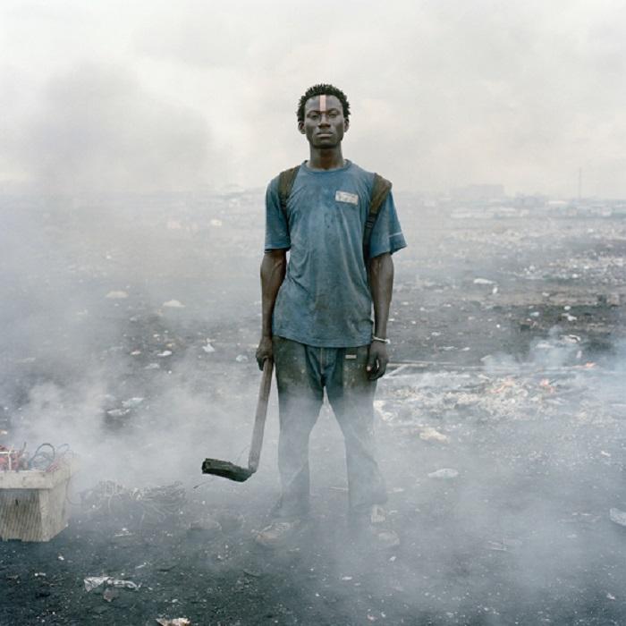 Айссах Салифу. Из серии «Постоянная ошибка». Фотограф Pieter Hugo.