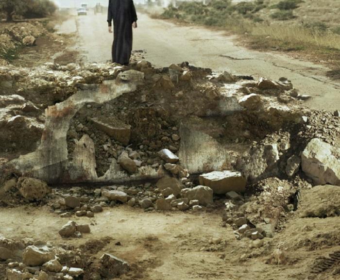 Ближний Восток, 2006 год. Из серии «Одиннадцать взрывов». Фото Sophie Ristelhueber.