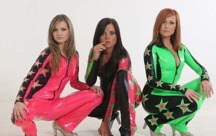 Российская женская поп-группа, основанная в 2001 году, исполнявшая песни в стиле – рэп и поп. /Фото: orss.spb.ru