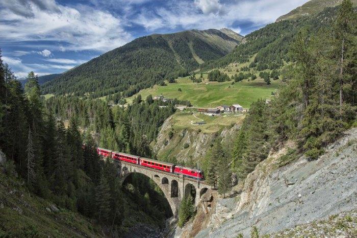 Железнодорожная магистраль проходящая через 383 моста и 84 тоннеля.
