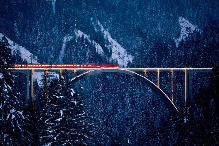 К уникальным сооружениям относятся 196 мостов и виадуков, 55 тоннелей с крутыми поворотами.