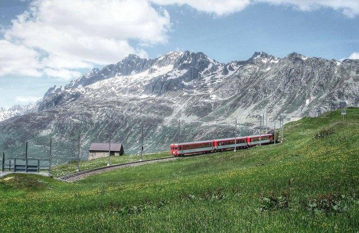 Одноколейный путь, являющийся частью Ретийской железной дороги.