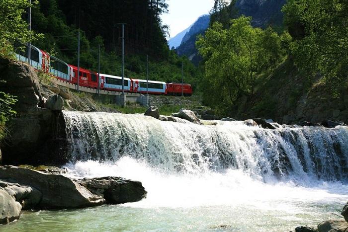 Интересное путешествие на поезде по Ретийской железной дороге.
