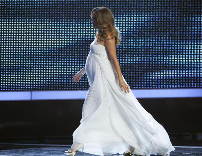 Стильная американская актриса, певица, танцовщица, модельер, продюсер и бизнес-вумен.