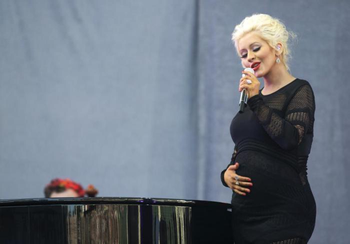 Американская певица, автор песен, танцовщица, актриса, продюсер и яркая телезвезда.