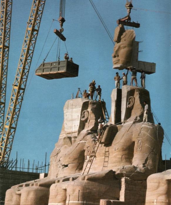 Древняя статуя Рамзеса Великого демонтирована и перемещена во время строительства Асуанской плотины. 1967 год.
