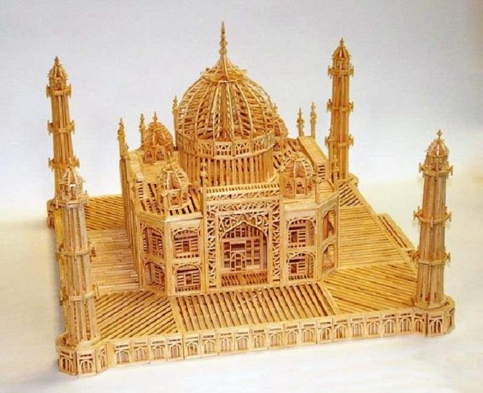 Мавзолей-мечеть, находящийся в Агре, Индия, на берегу реки Джамна.