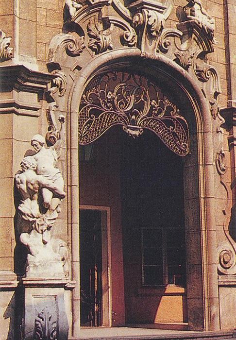 Здание кинотеатра - памятник архитектуры государственного значения.