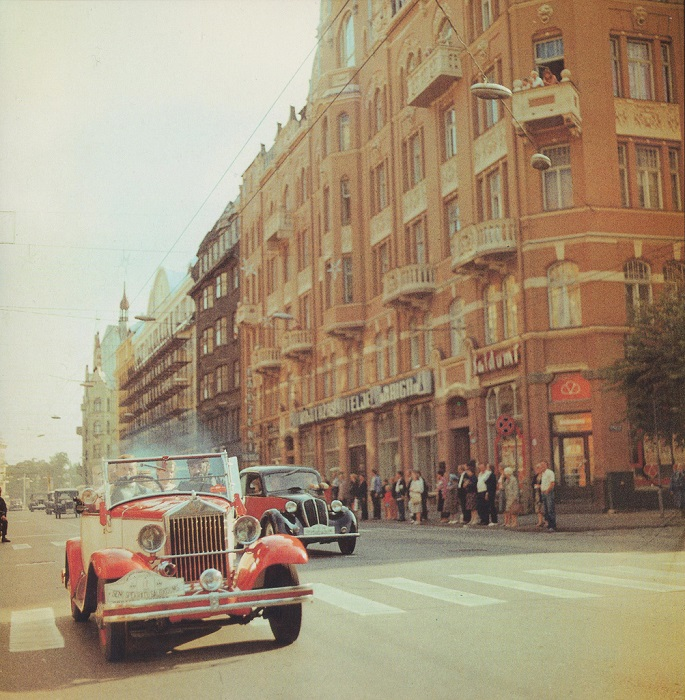 Ретрокары на улице Ленина (сейчас это — улица Бривибас).
