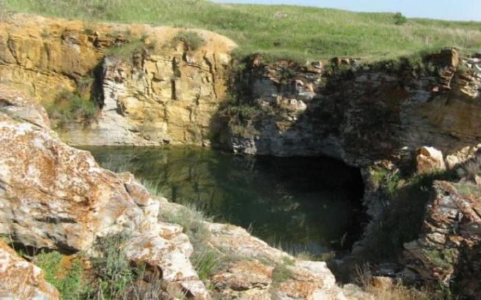 Местами речной грунт является золотоносным. Ныне заброшенный Андреевский прииск напоминает о том, что когда-то золота здесь было гораздо больше.
