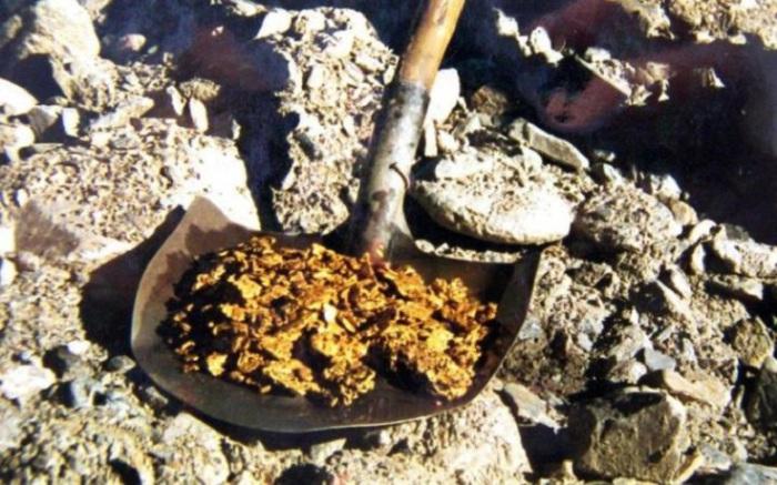 Золотоносность бассейна реки Талга известна еще с 1893 года. На самородки размером с ладонь здесь можно наткнуться и по сей день.