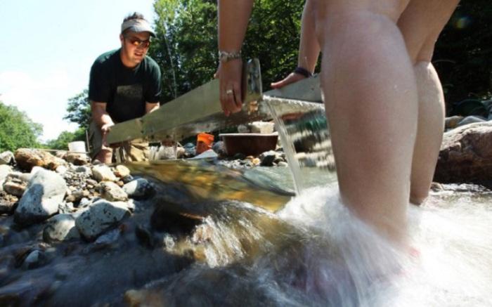 Намывное золото россыпей бассейна Бодайбо преимущественно крупное: преобладают золотины от 2 до 4 мм. Часто встречаются крупинки более 8 мм. Встречаются самородки — самые крупные из них были найдены в россыпи верховьев реки Бодайбо.